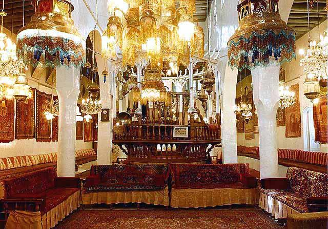 http://jewsdownunder.files.wordpress.com/2013/12/d9229-jobar-synagogue-damascus.jpg